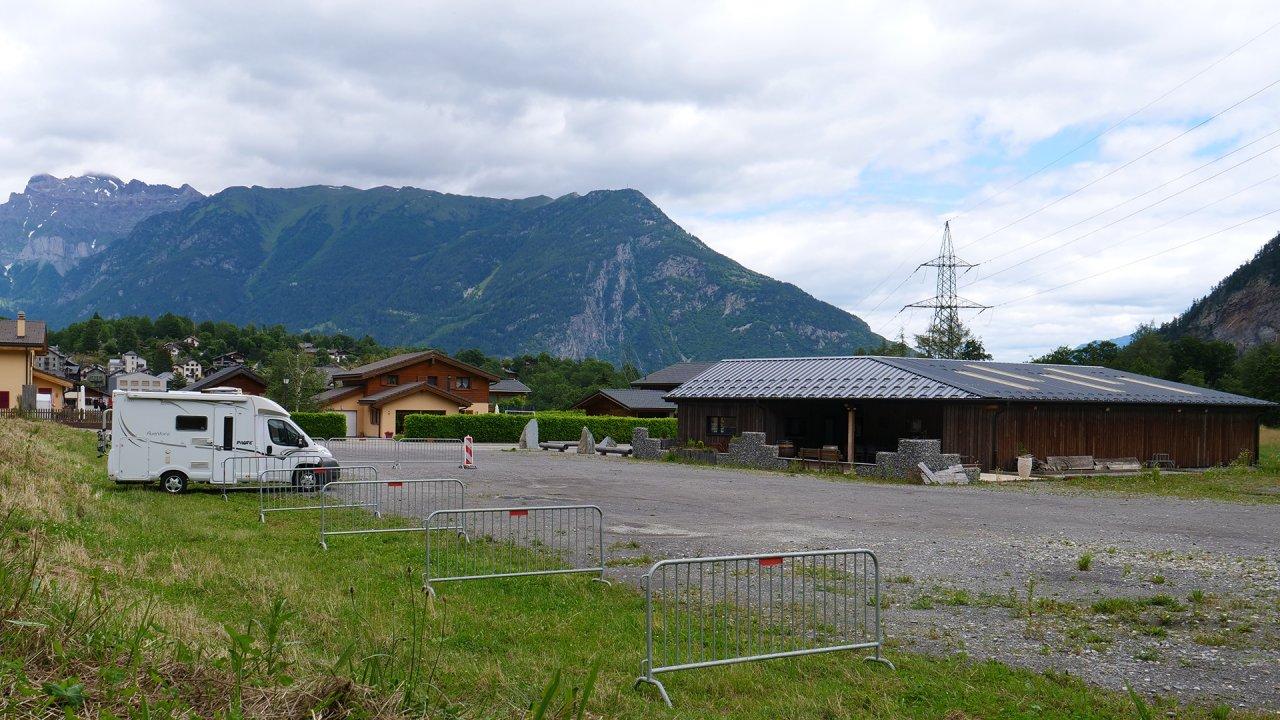 Place bus et camping-cars au Tinderet